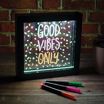 lampa rama neon mesaje